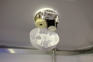 Mantis smoke detector with battery removed